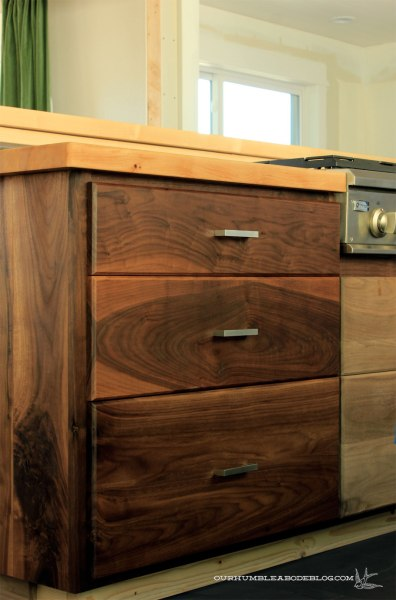 Walnut-Drawers-Oiled-vs-Not
