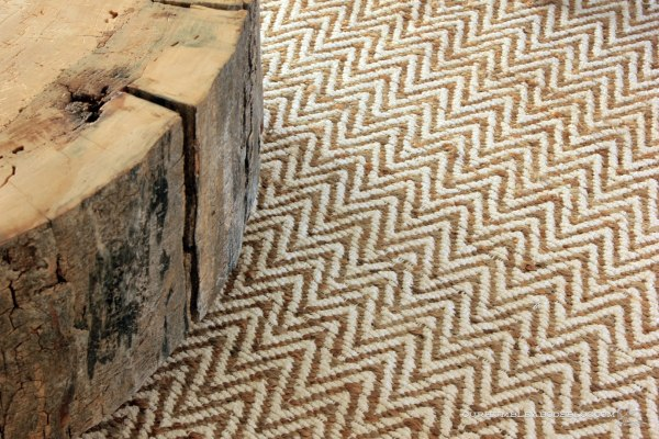 West-Elm-Rug-Stump-Table-Detail