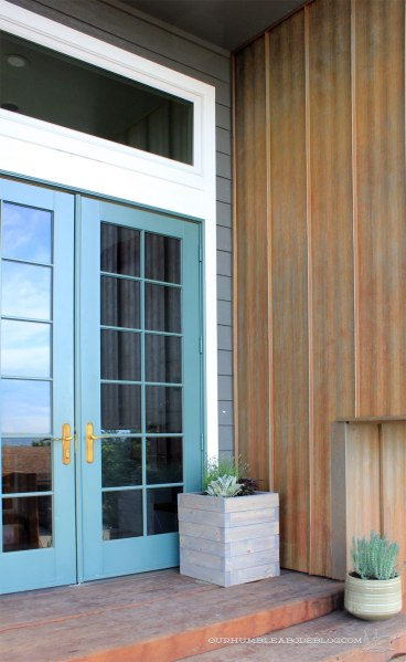 Square-Planter-Box-with-Front-Door