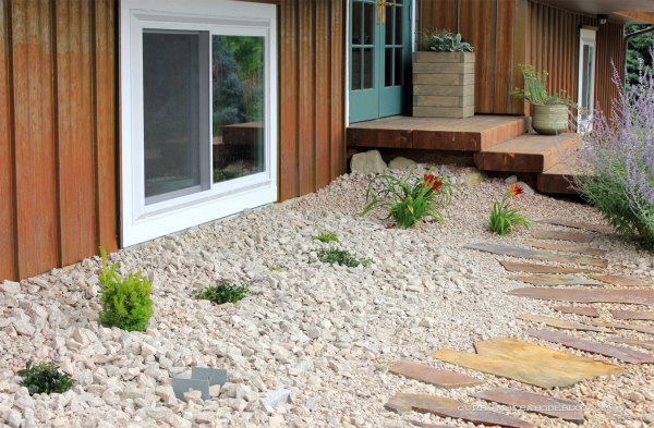 Groundcover-in-front-of-Basement-Window