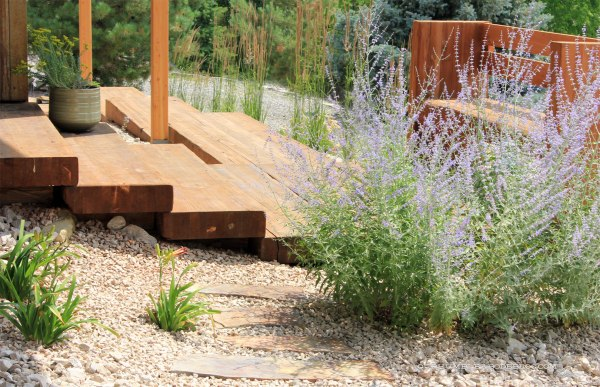 Paver-Walkway-Toward-Wood-Stairs