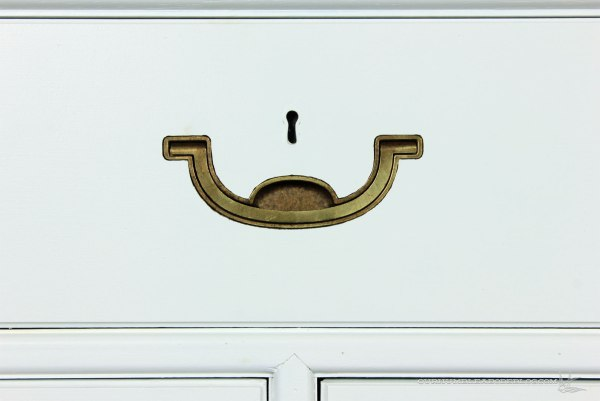 White-Painted-Dresser-Top-Drawer-Detail