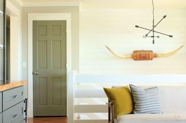 Schlage-Door-Handle-on-Entry-Closet-Door