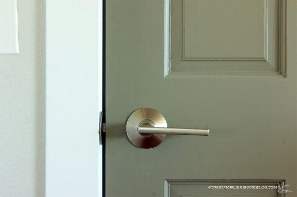 Schlage-Door-Handle-Passage-Detail