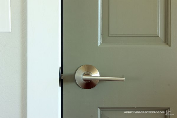 Schlage-Door-Handle-Passage-Detail