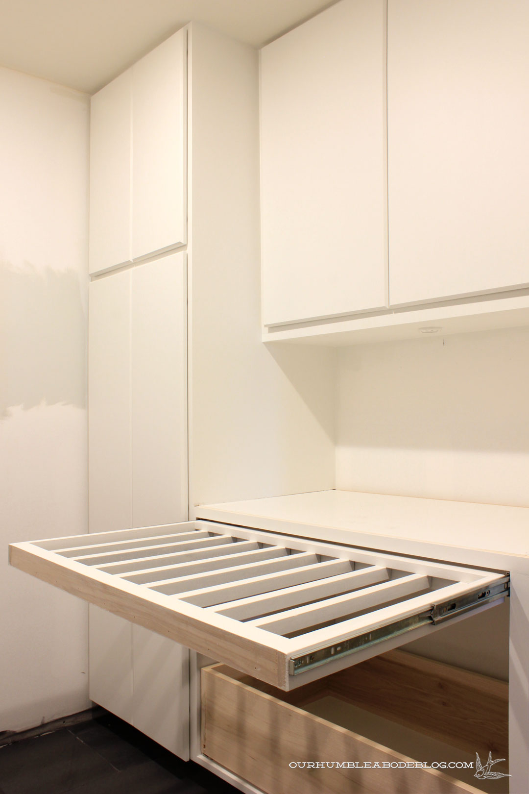 Pull out drying rack laundry cosmecol for Drying cabinets for clothes