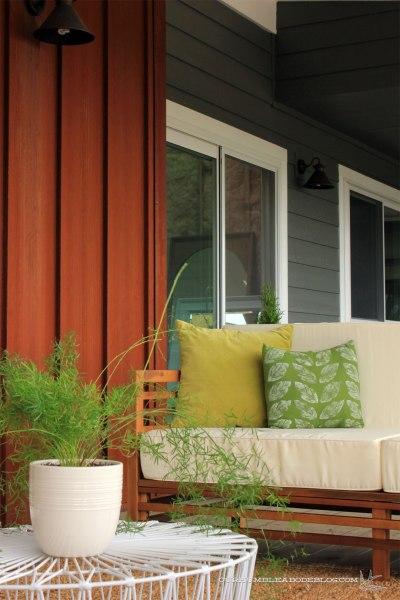 Front-Deck-Sofa-Corner-Detail