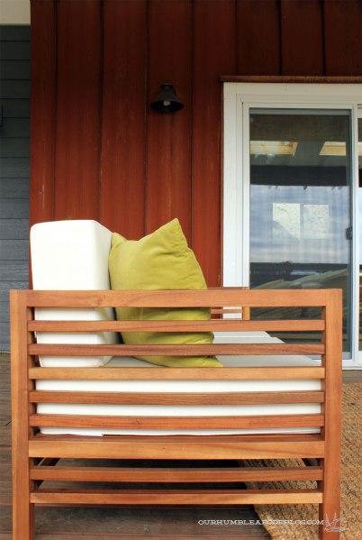 Front-Deck-Sofa-Side-DEtail