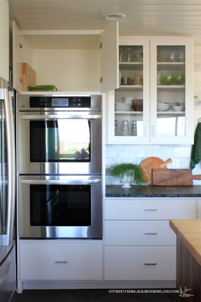 Lingering-To-Do-Vertical-Divider-Over-Ovens