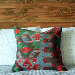 Basement-Bed-Pillow-Detail