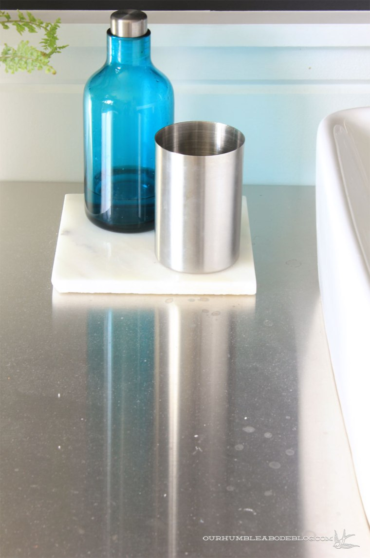 stainless-steel-counters-dust-waterspots