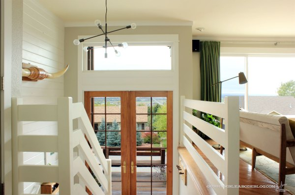 coat-rack-in-entry-toward-doors