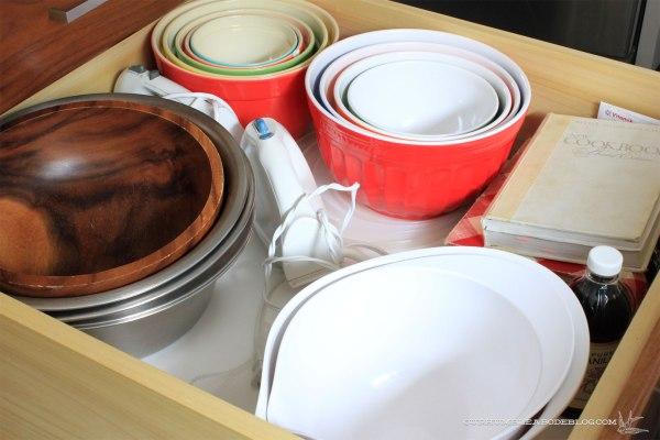 kitchen-drawer-baking-bowls