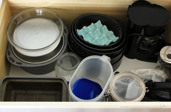 kitchen-drawer-baking-pans