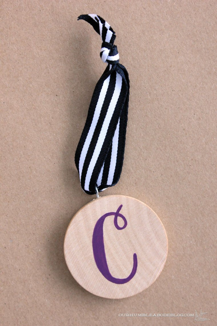 monogram-christmas-ornament-gift-topper