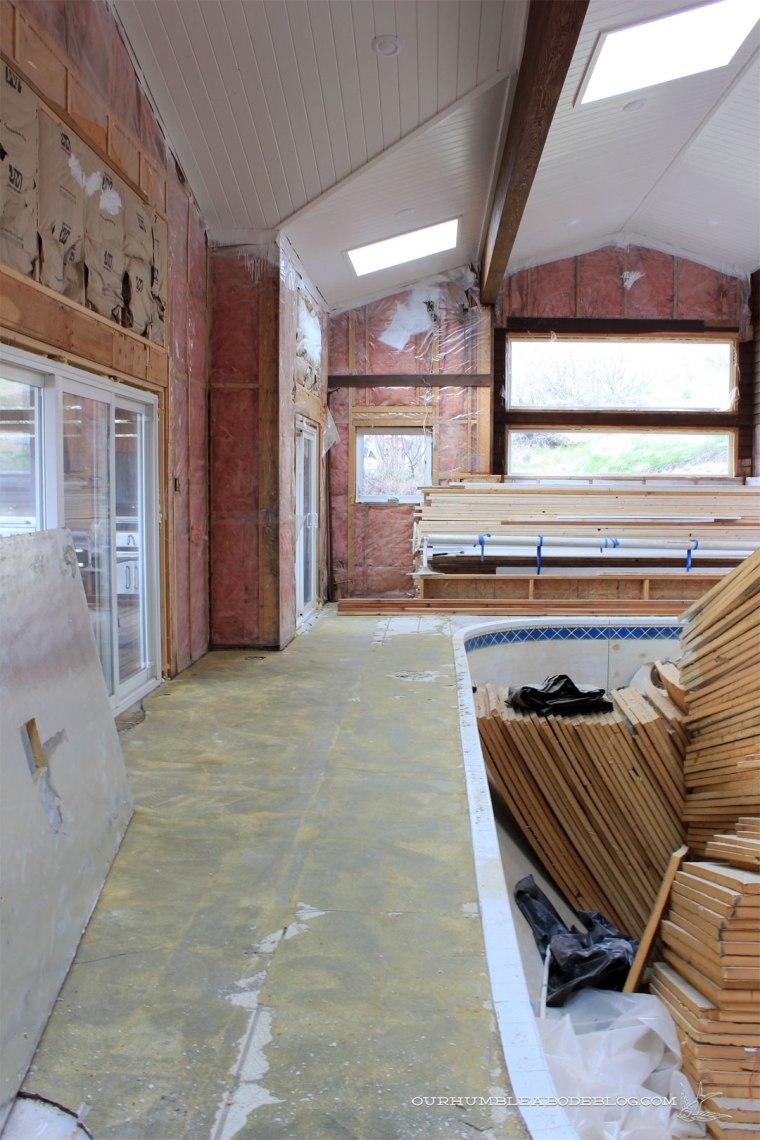 Pool-House-Carpet-Removed-Left-Side