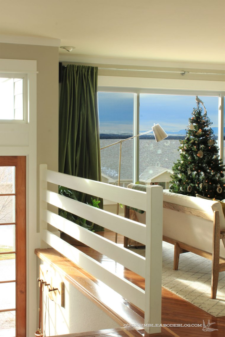 Christmas-Tree-in-Living-Room-Window