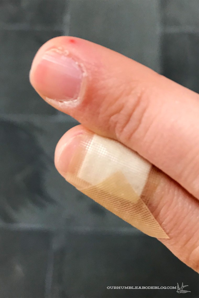 Caulking-Tips-Scratched-Fingers