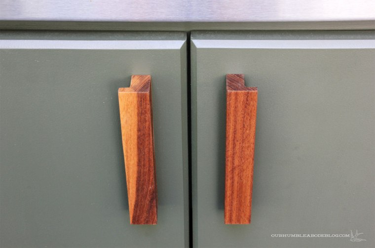 Pool-House-Green-Kitchen-Cabinets-with-Walnut-Handles-Detail