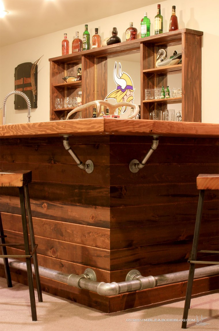 Rustic-Bar-Corner-Detail