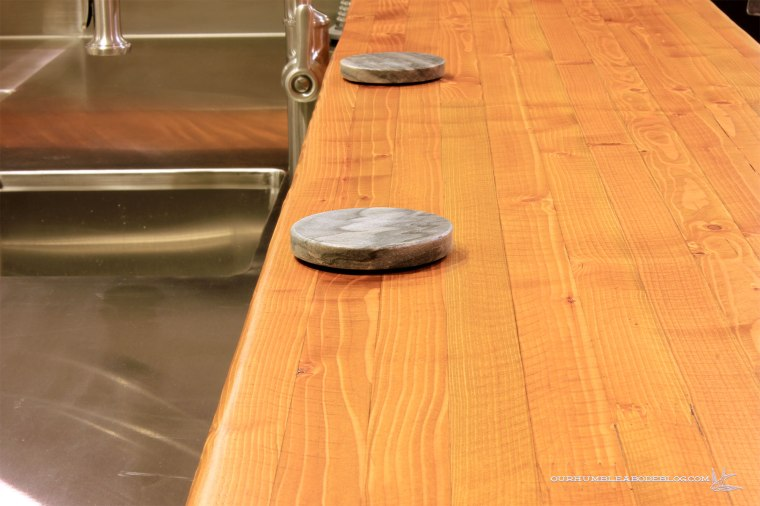 Rustic-Bar-Countertop-Detail