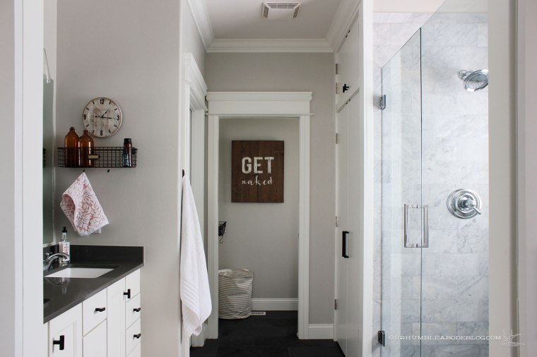 master-bath-with-laundry-from-doors