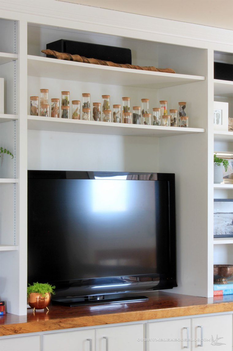 travel-memento-display-over-tv-on-entertainment-center3