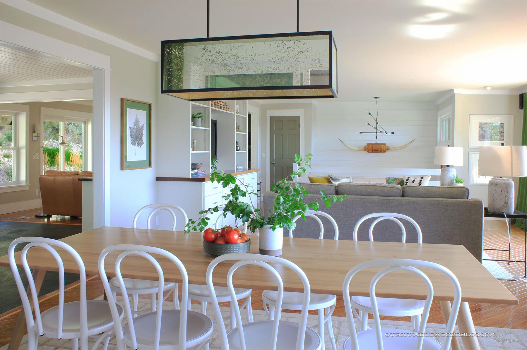 Seno-Dining-Table-Toward-Entry-and-Family-Room
