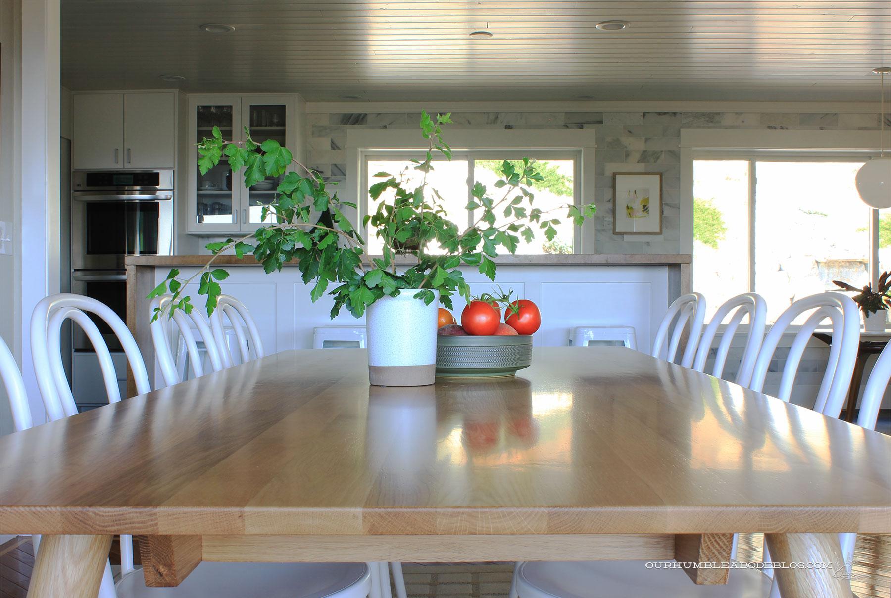 Seno-Dining-Table-Toward-Kitchen-Detail