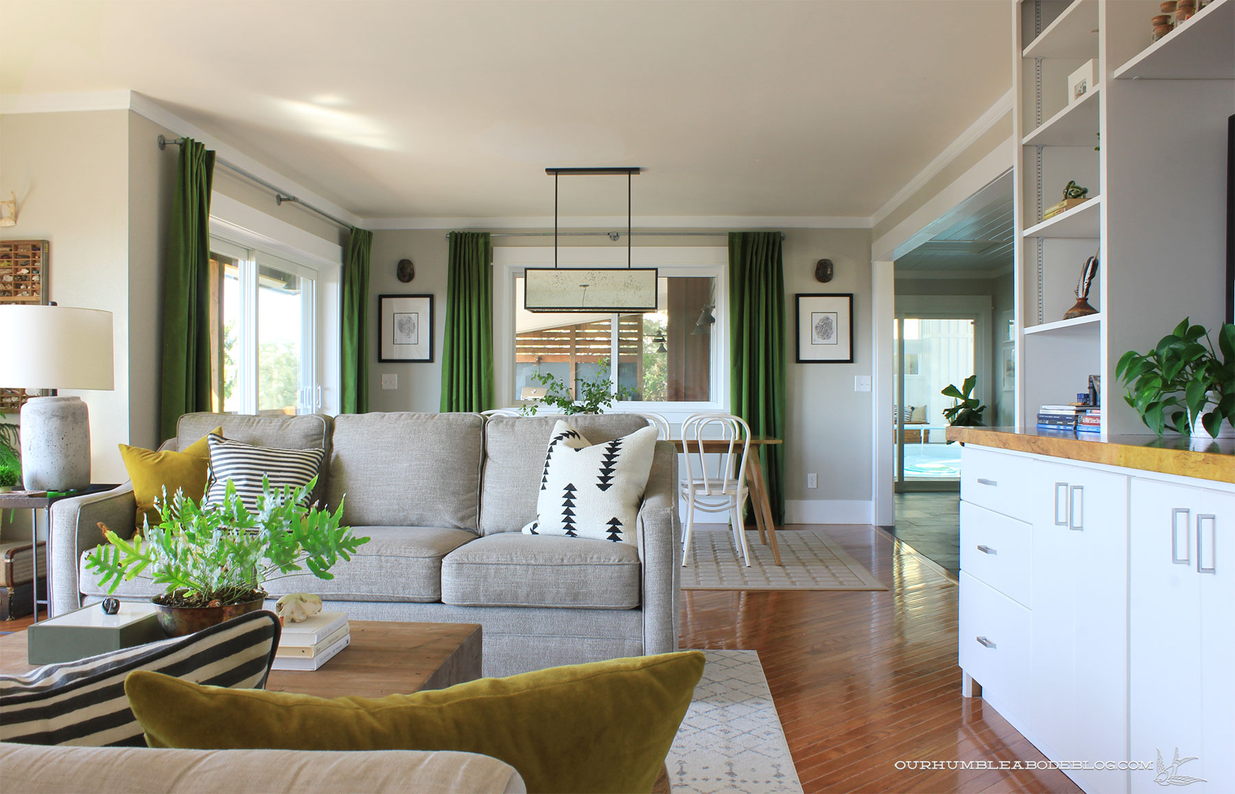 Seno-Dining-Table-with-Living-Room