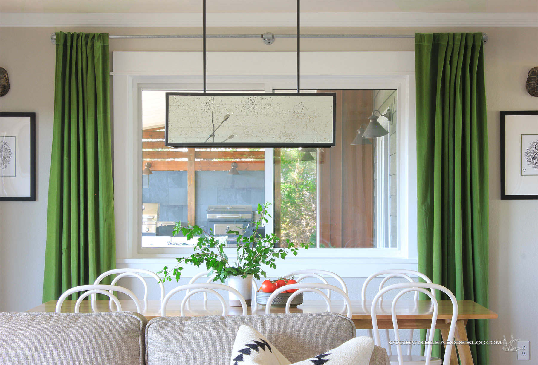 Seno-Dining-Table-with-Sofa